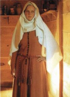 http://sword.org.ua/uploads/2009/sredvekovui_kostum1/medievalwoman01-sm.jpg