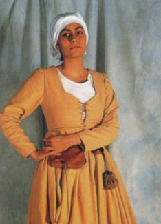 http://sword.org.ua/uploads/2009/sredvekovui_kostum1/medievalwoman09-sm.jpg